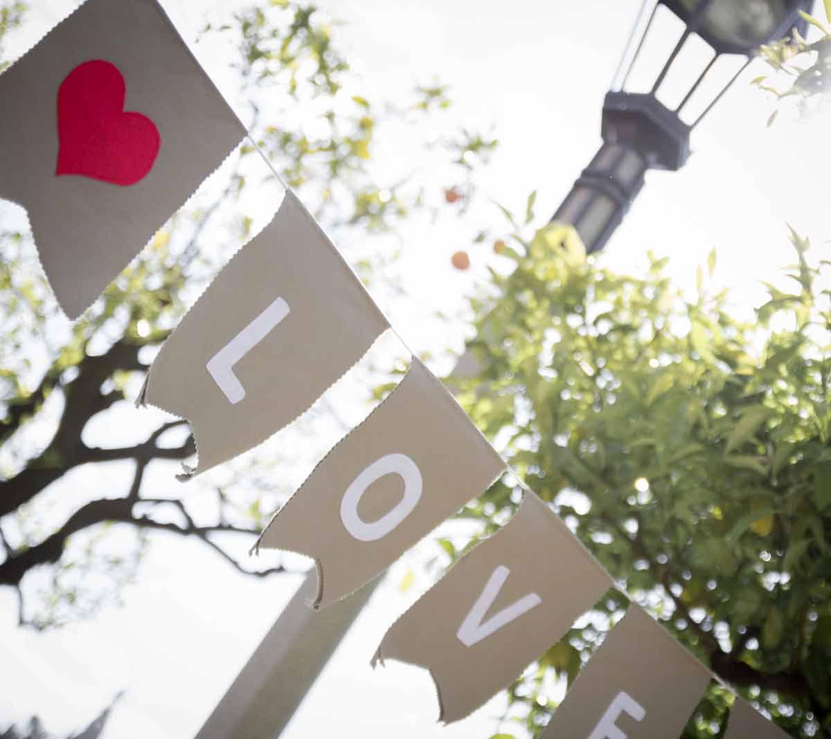 mrwonderful_banderas-love_03