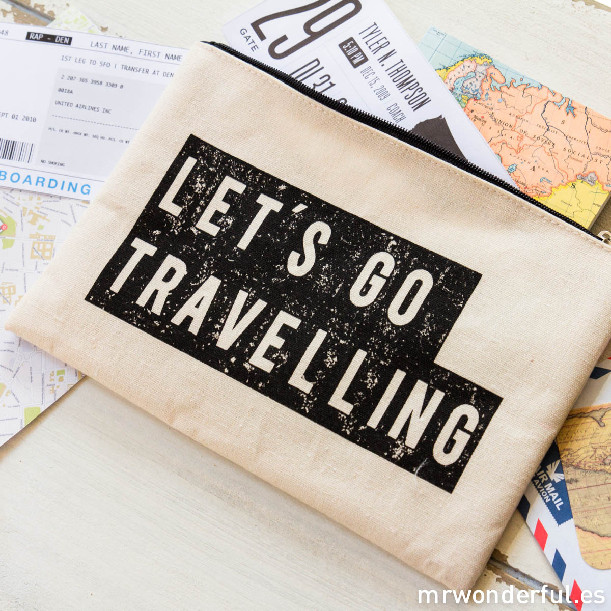 mrwonderful_LS0230_2_Neceser-tela-cremallera_lets-go-travelling-2