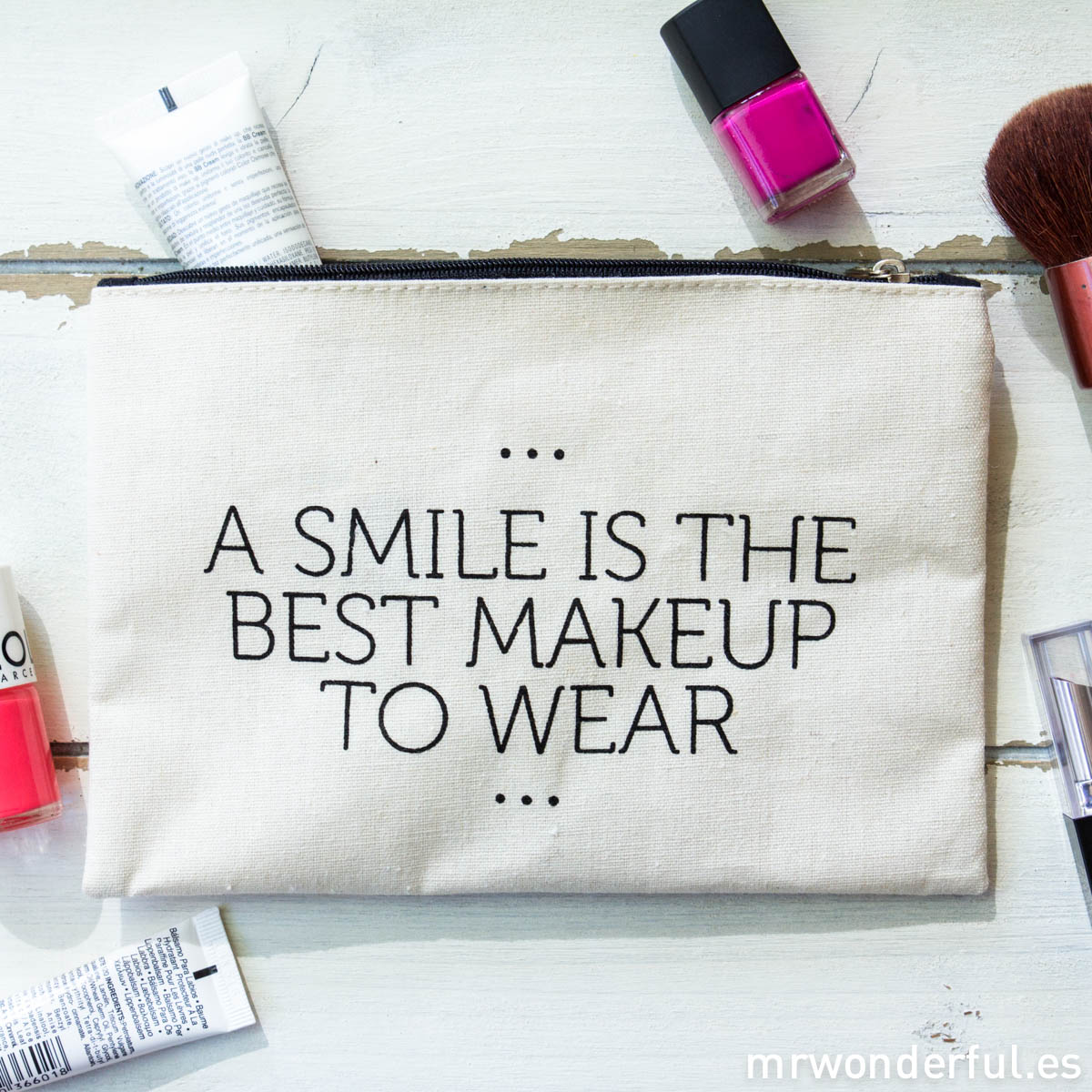 mrwonderful_LS0230_4_Neceser-tela-cremallera_smile-best-makeup-wear-1