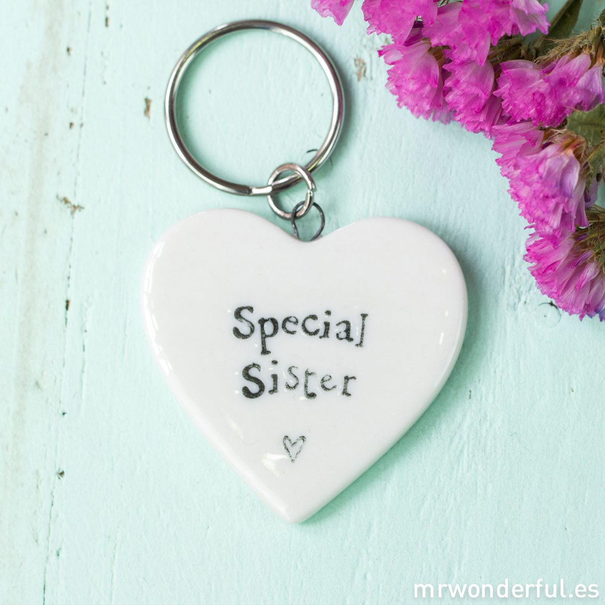 mrwonderful_163_llavero-corazon-porcelana_ special-sister-2-2