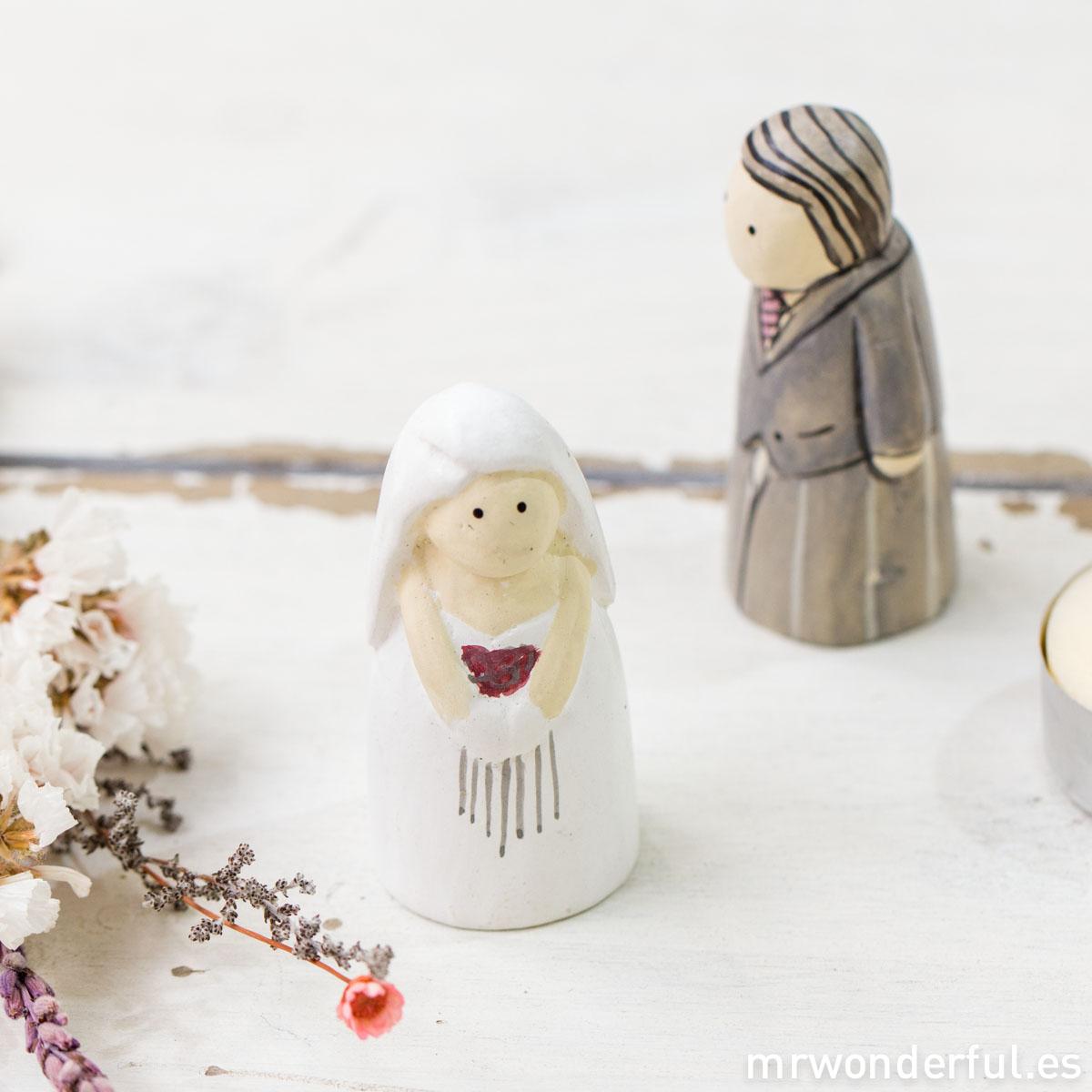 mrwonderful_2710_caja-figuritas_novios-madera-14