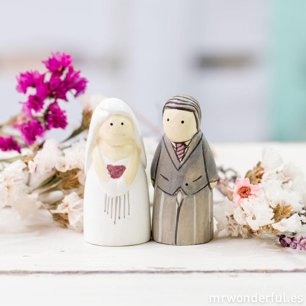 mrwonderful_2710_caja-figuritas_novios-madera-6
