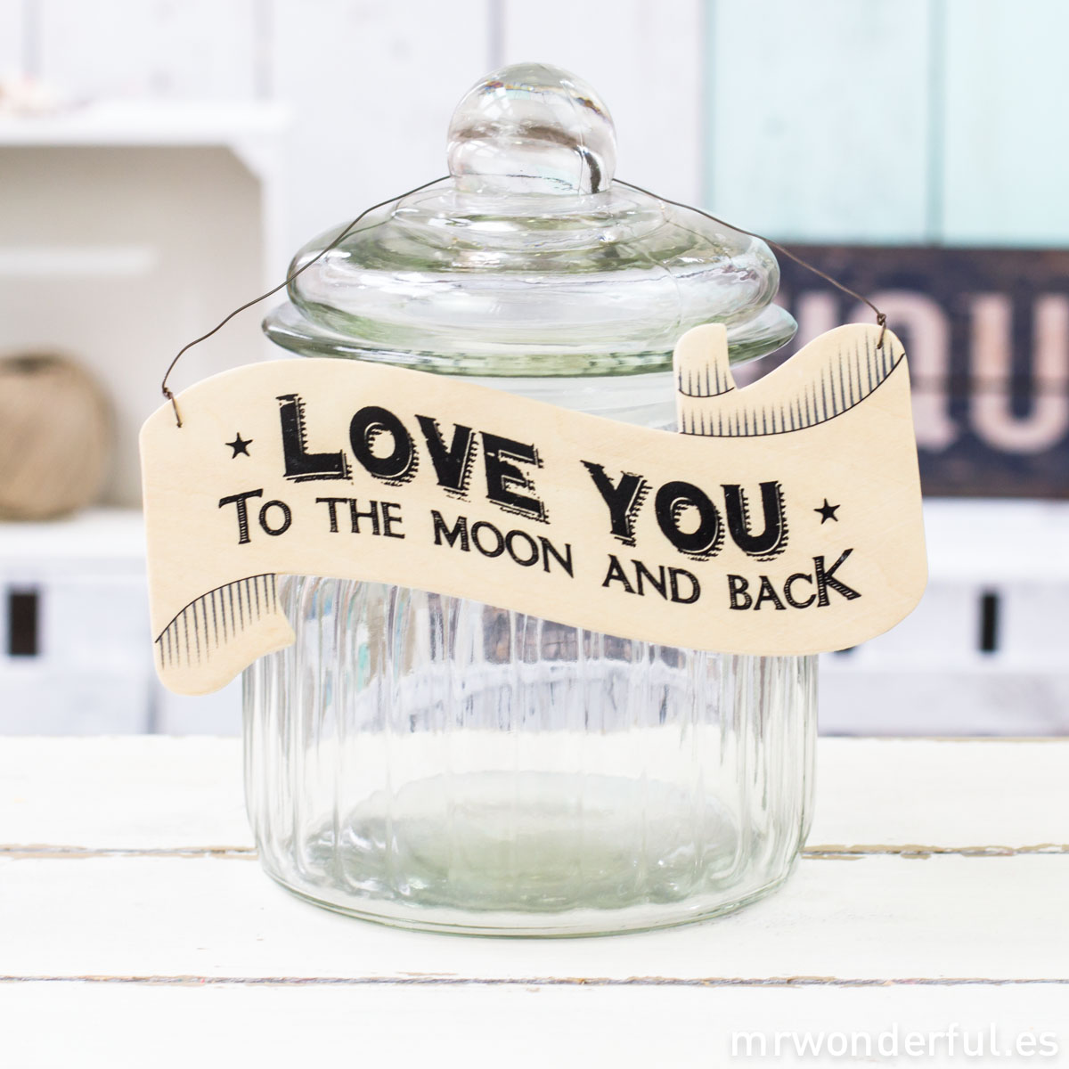 mrwonderful_786_CARTEL DE MADERA CON FORMA DE BANDERÍN LOVE YOU-1
