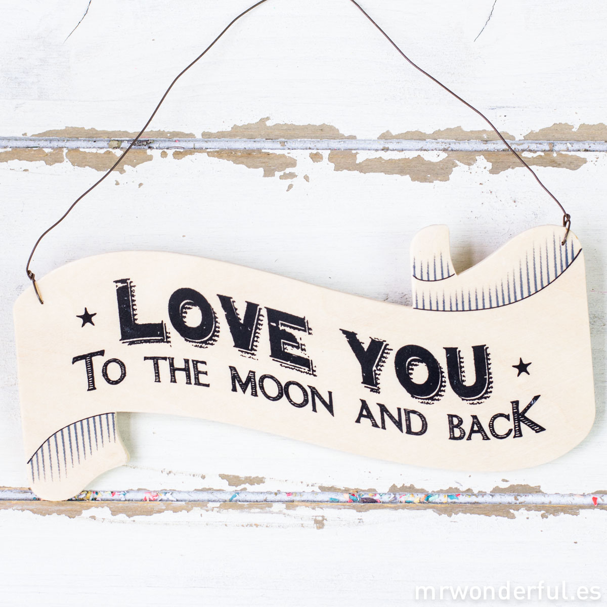 mrwonderful_786_CARTEL DE MADERA CON FORMA DE BANDERÍN LOVE YOU-3