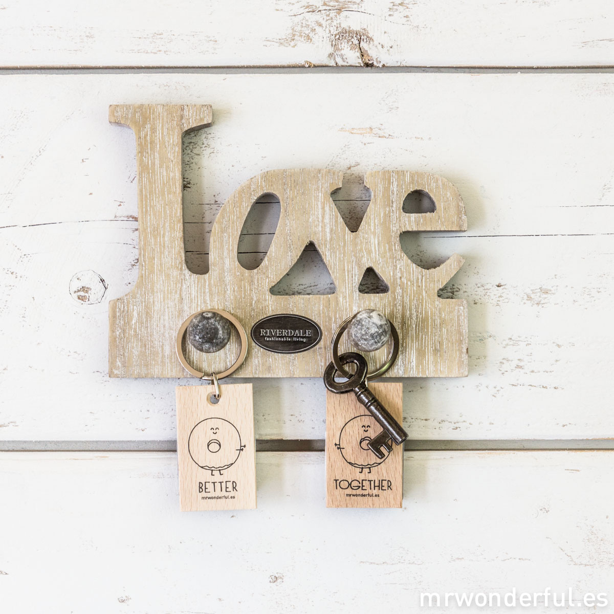 mrwonderful_005946-13_colgader_madera-natural_love-2