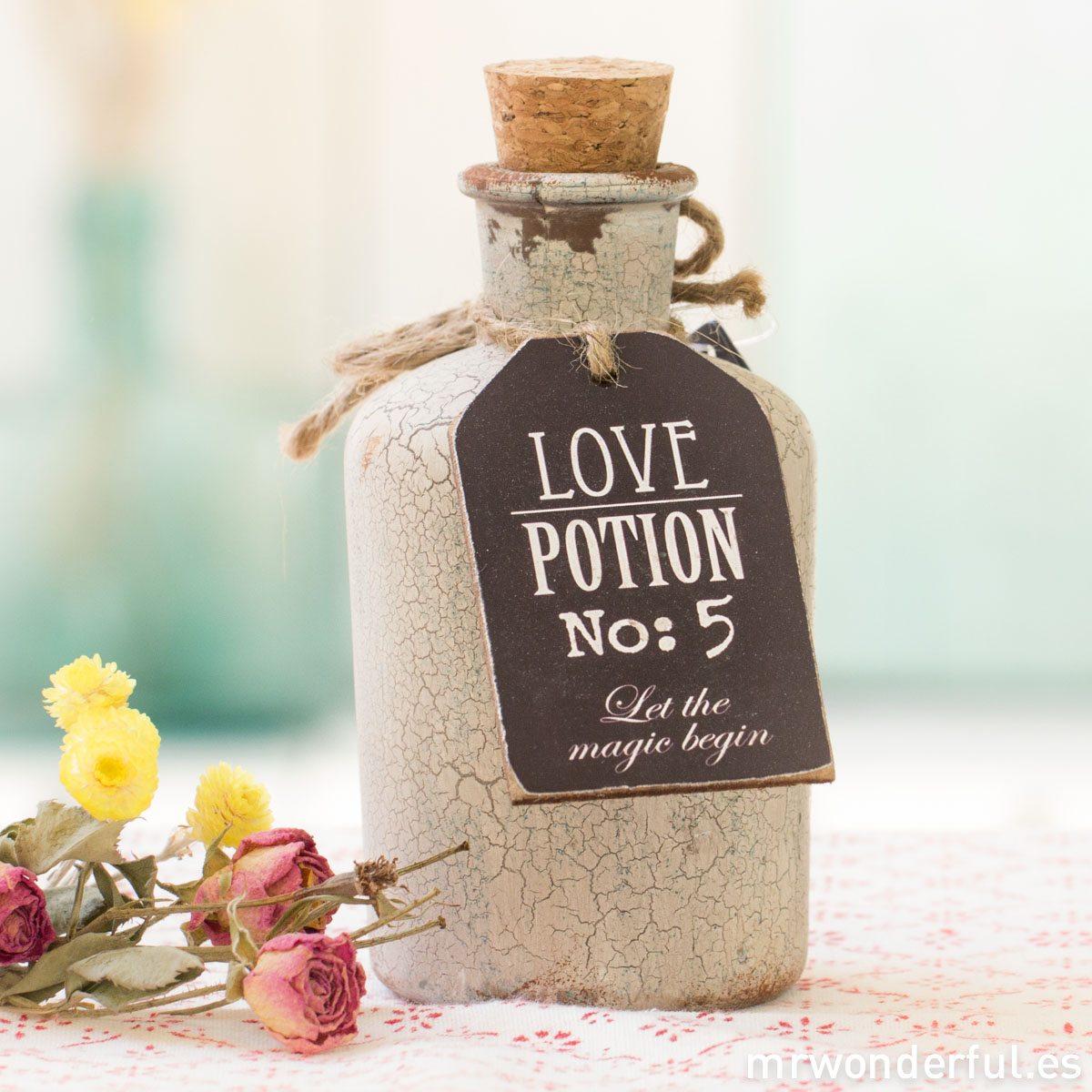 mrwonderful_690570_botella-boticario_love-pottion-2