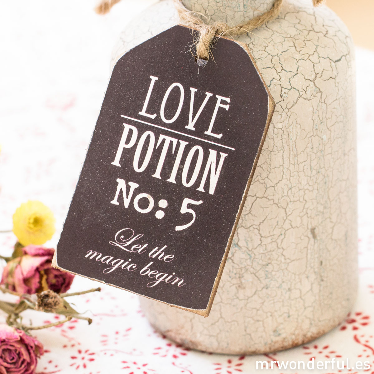 mrwonderful_690570_botella-boticario_love-pottion-6