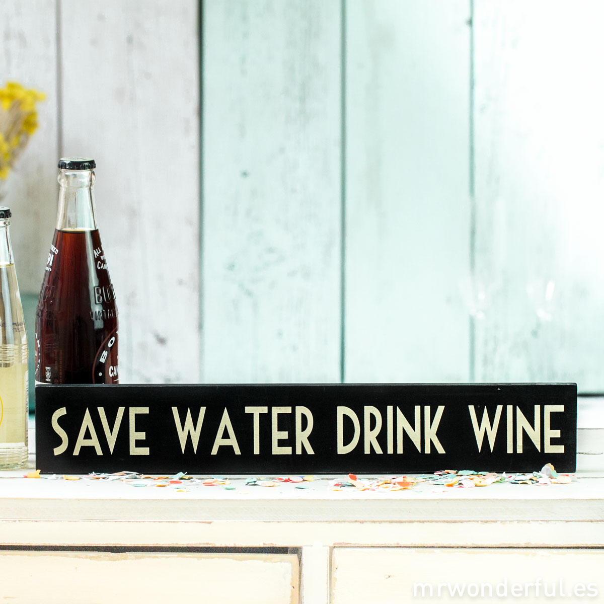 mrwonderful_854_letrero-madera_save-water_drink-wine-4