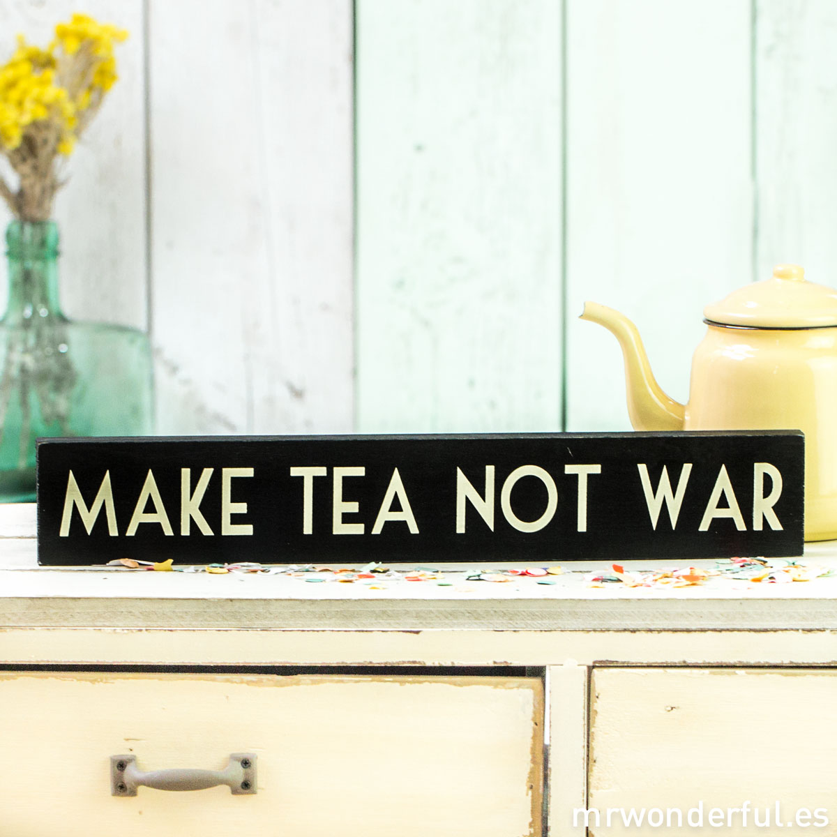 mrwonderful_859_letrero-madera_make-tea-not-war-2
