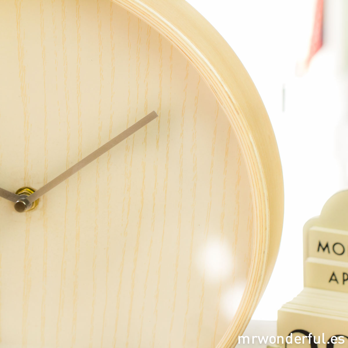 mrwonderful_FX0101_reloj-pared-madera_color-natural-18