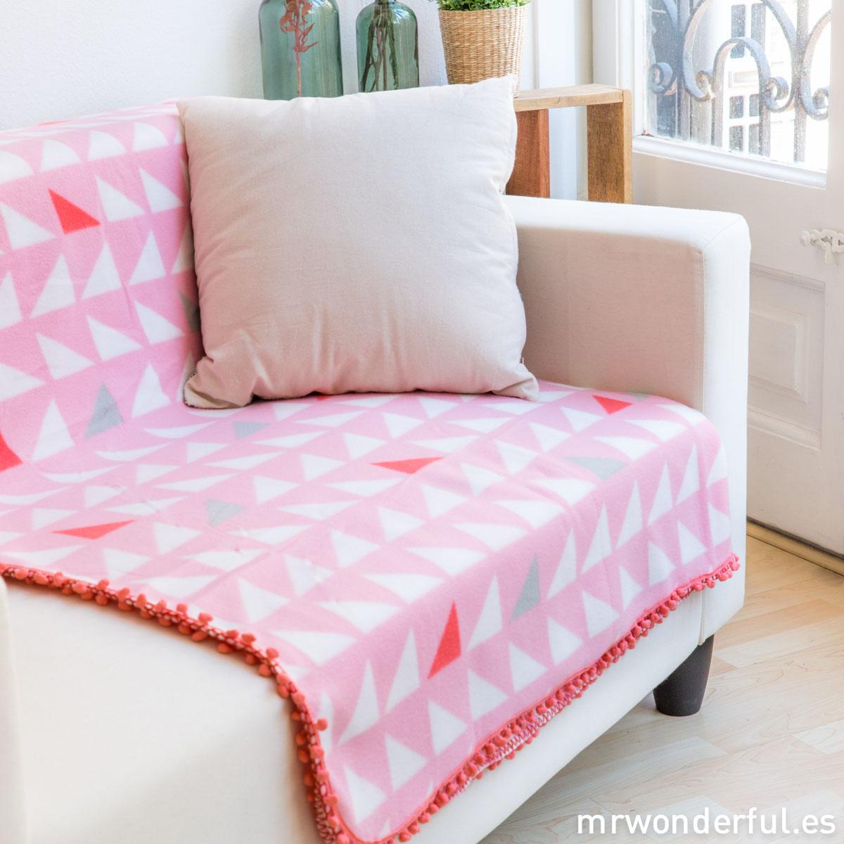 mrwonderful_PT2448_manta-rosa-triangulos-borlas-rosa-pastel-17-Editar
