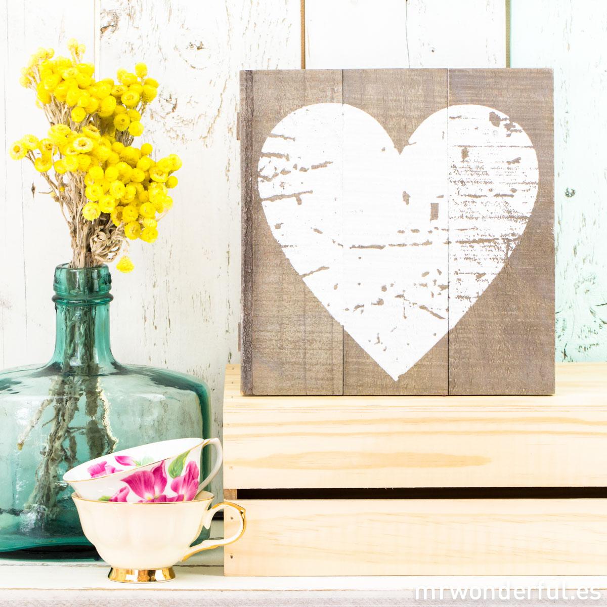 mrwonderful_WP1131_1_cuadro-madera-gris-corazon-blanco-1