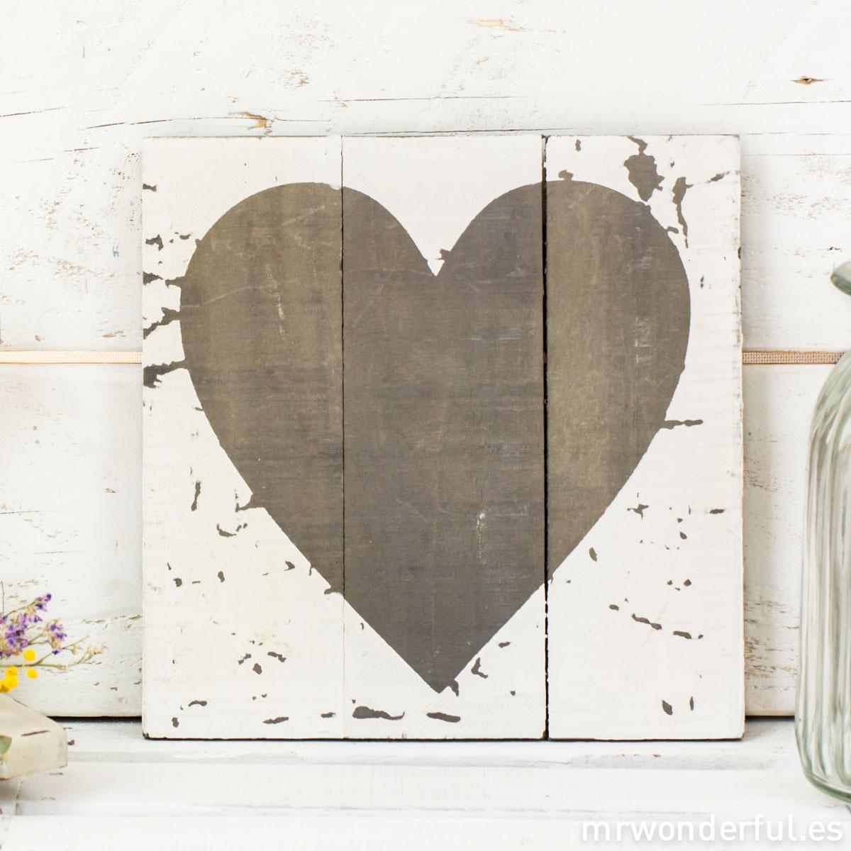 mrwonderful_WP1131_2_cuadro-madera-blanca-corazon-gris-8