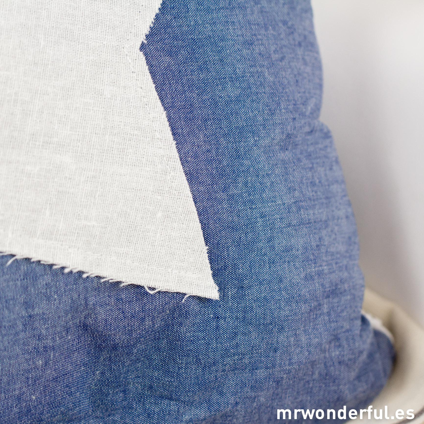 mrwonderful_52957B_cojin-cuadrado-azul-estrella-blanca-14