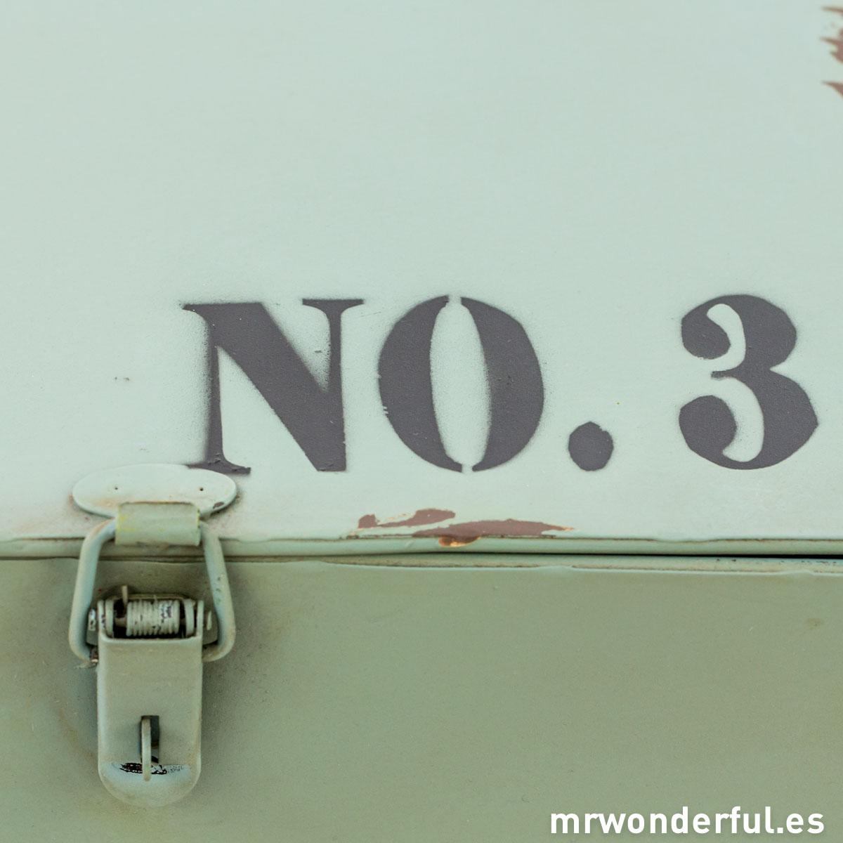mrwonderful_62899C_Caja-metalica-amarilla-estilo-industrial-3-12