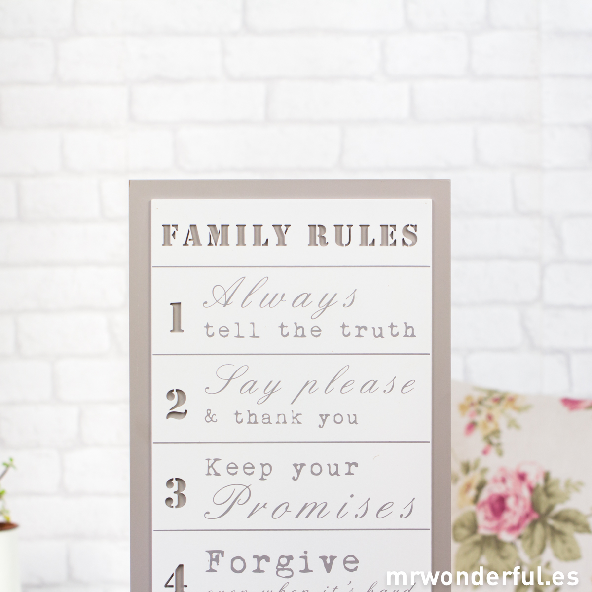 mrwonderful_WP1124_1_letrero-madera-family-rules-blanco-fondo-gris-13