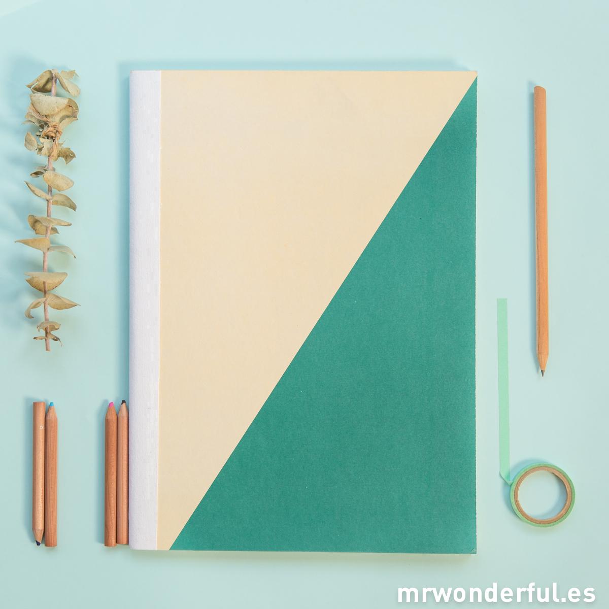 mrwonderful_SK0990_2_libreta-grande-beige-verde-oscuro-3