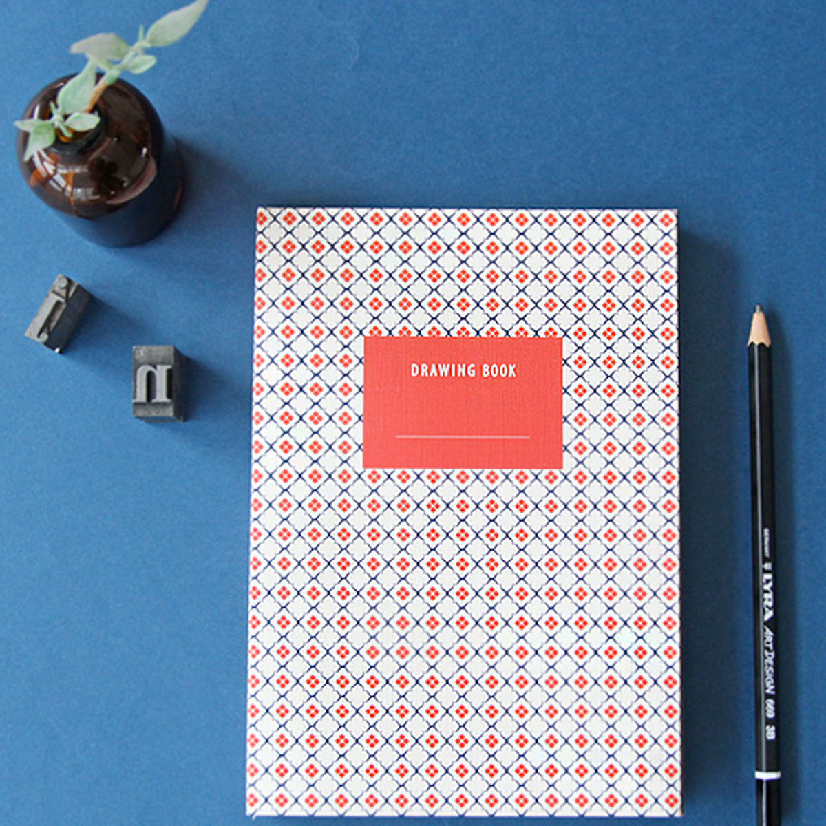 Libreta con figuras geométricas azul y roja de Iconic - Mr.Wonderful