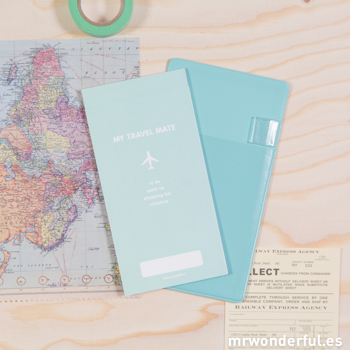 mrwonderful_SS-1534_funda-billetes-avion-lista-viaje-rosa-mint-2