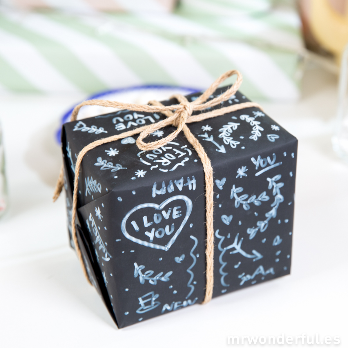 mrwonderful_WRAP-CHALK-WRAPKIT_kit-envolver-regalos-efecto-pizarra-1