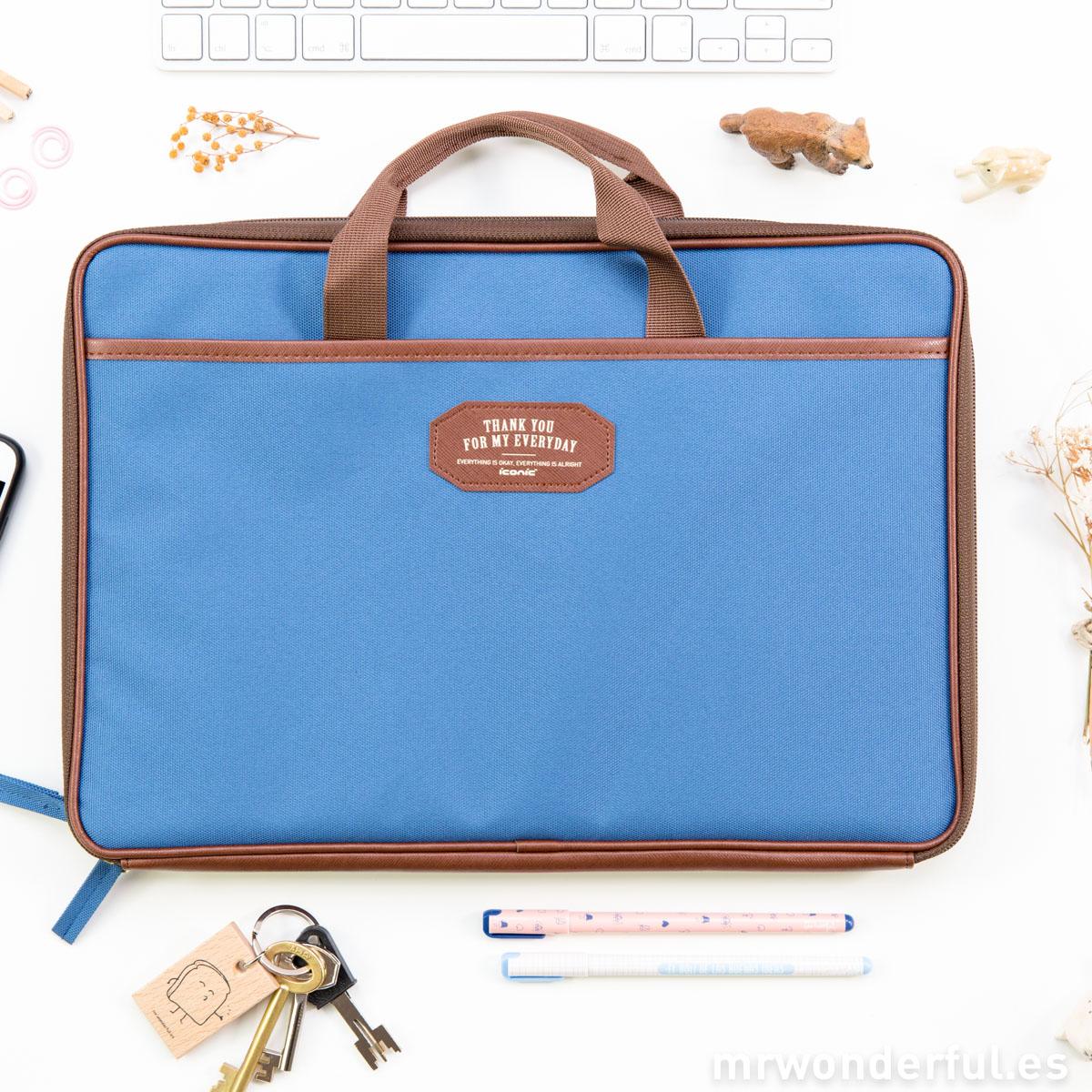 mrwonderful_ 8809180694861-ICONIC0206A-Funda-Iconic-con-asas-para-ordenador-portatil-documentos–Azul-5