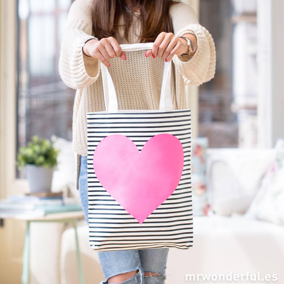 mrwonderful_14070116_Bolsa-tela-Heart-stripe-3-Editar