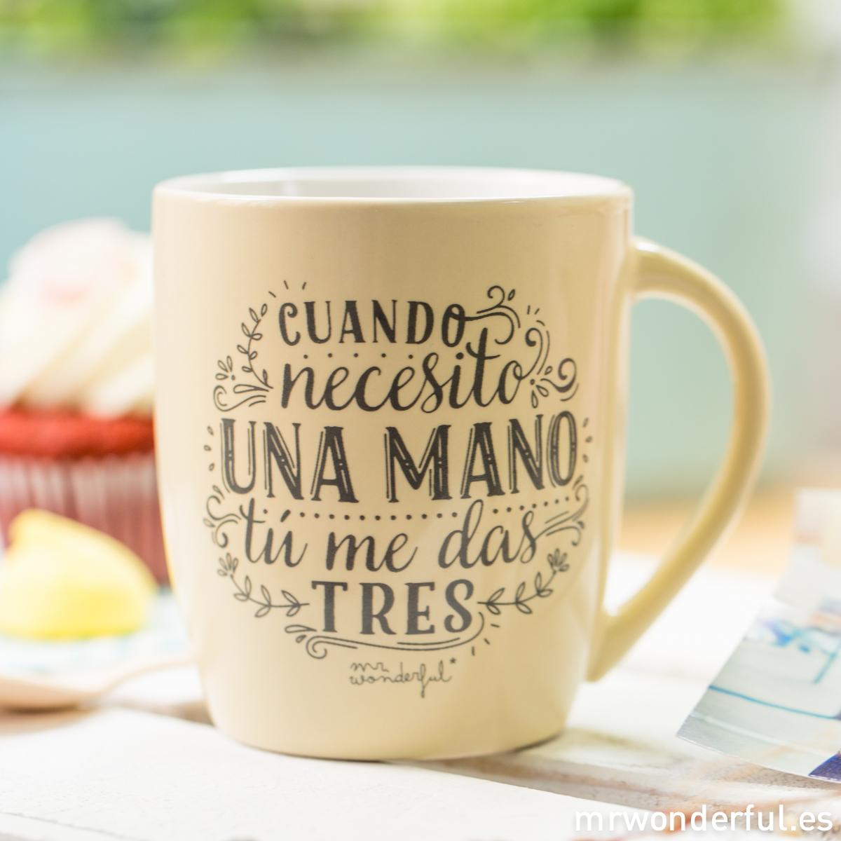 mrwonderful_8436547191666_WON-212_TAZA_Taza-pastel-AMARILLA_cuando-necesito-una-mano-me-das-tres-11