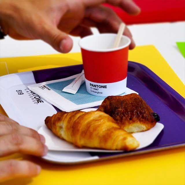 ¿A qué sabrá el Pantone 13-0220 Paradise green? Nuevo pop up café Pantone en Mónaco