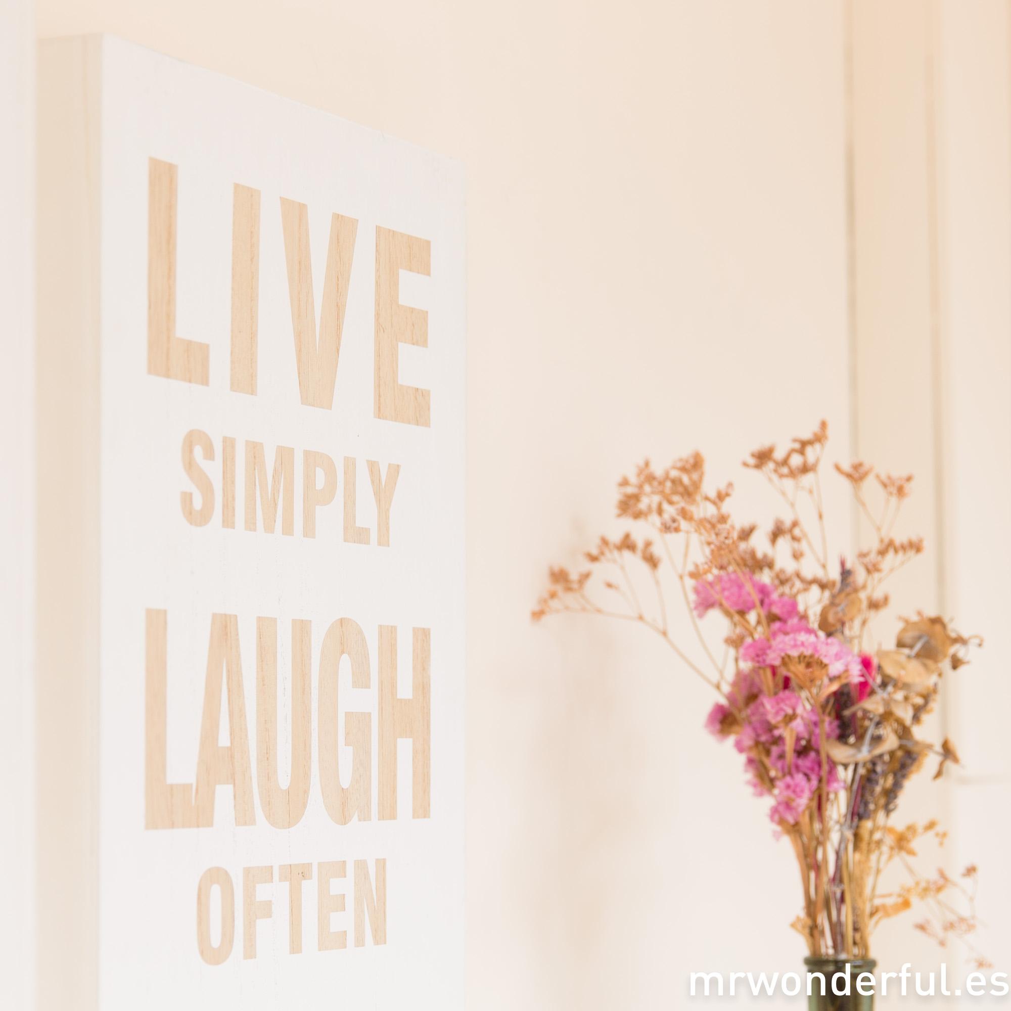 mrwonderful_65000_1_letrero-madera-live-laugh-love-blanco-13