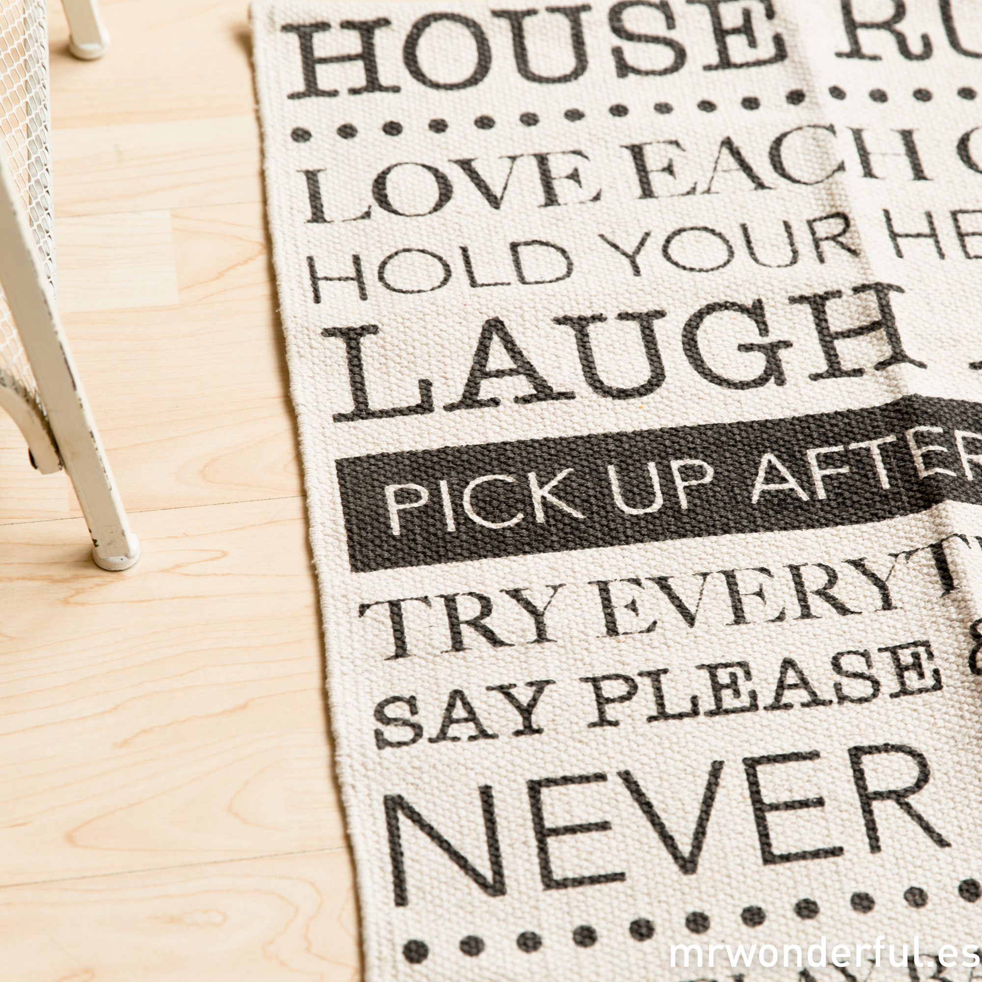 mrwonderful_dm0053_1_alfombra-pequeña-house-rules-beige-3