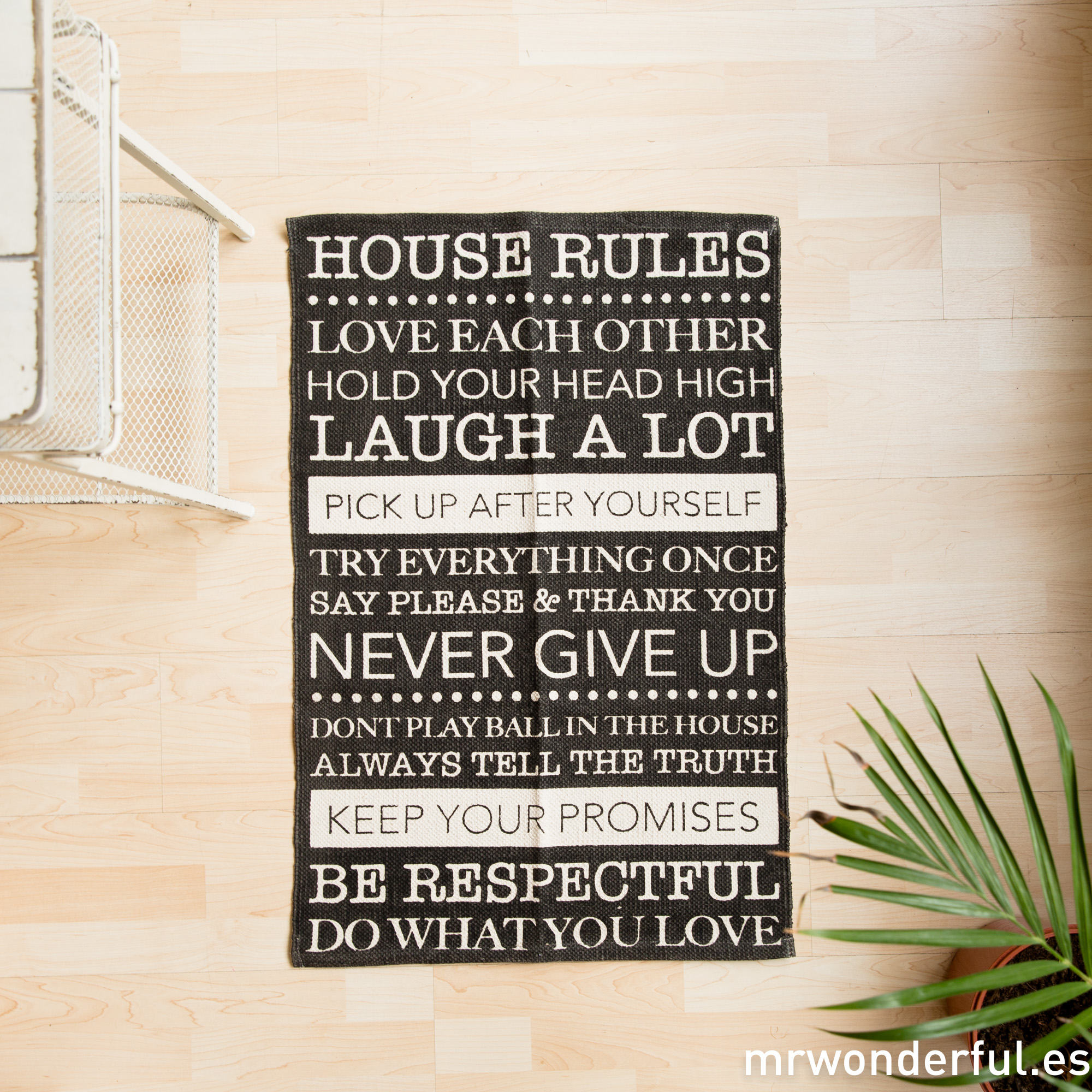 mrwonderful_dm0053_1_alfombra-pequeña-house-rules-negro-6