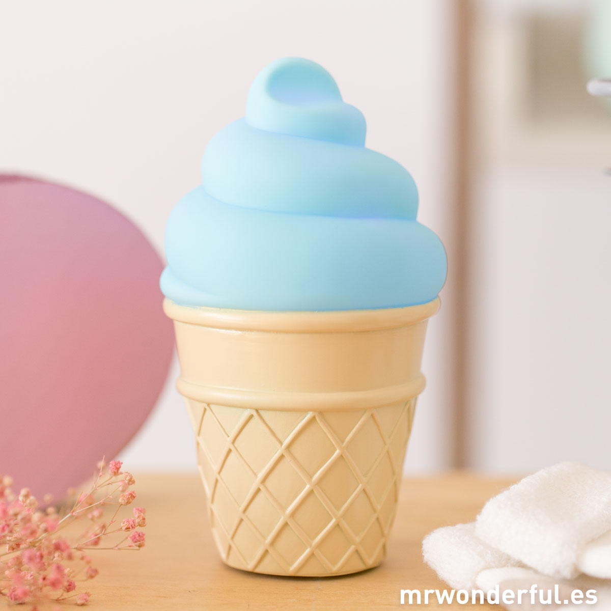 mrwonderful_PRA02817_Luz-nocturna-Icecream-color-azul-17
