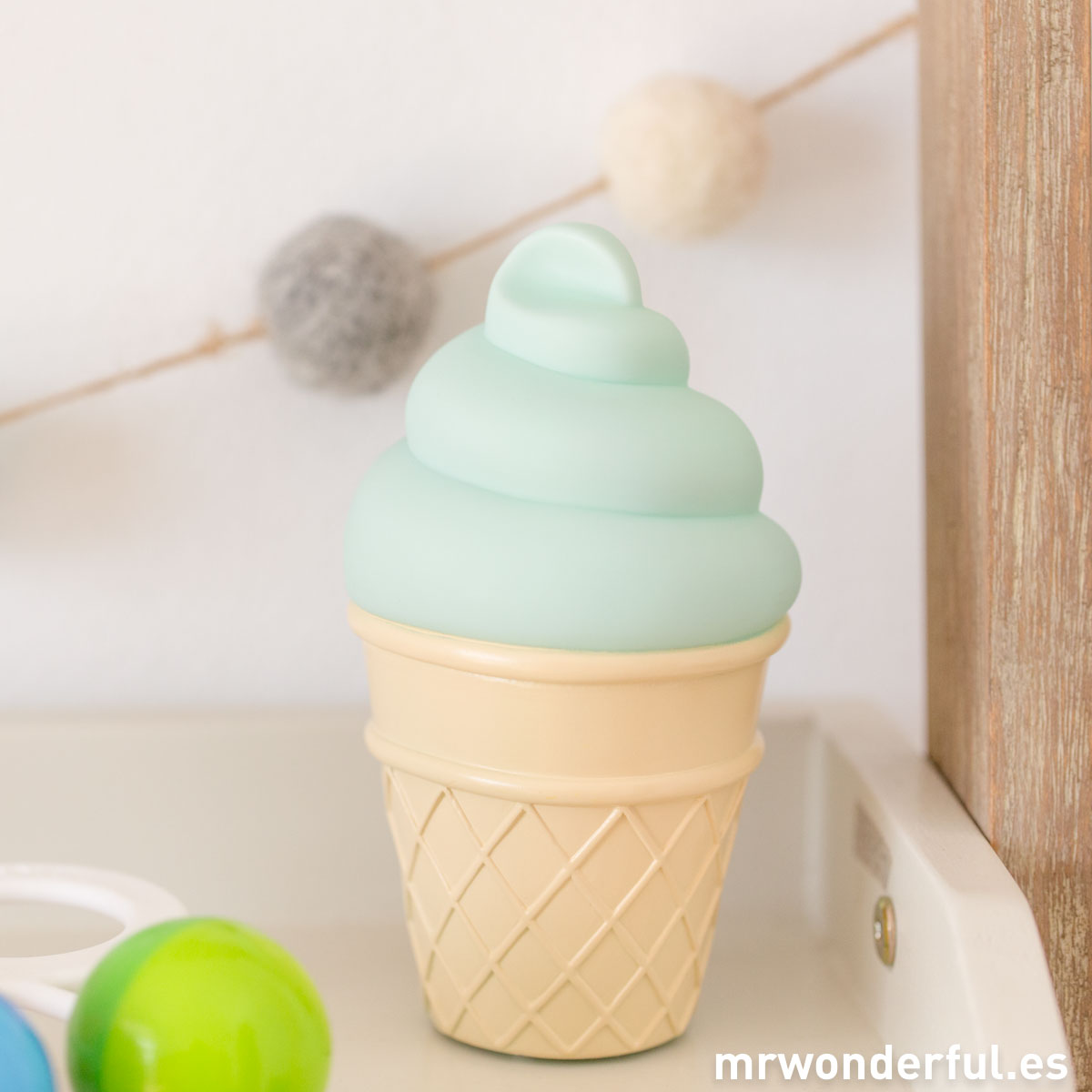 mrwonderful_PRA02818_Luz-nocturna-Icecream-color-mint-13