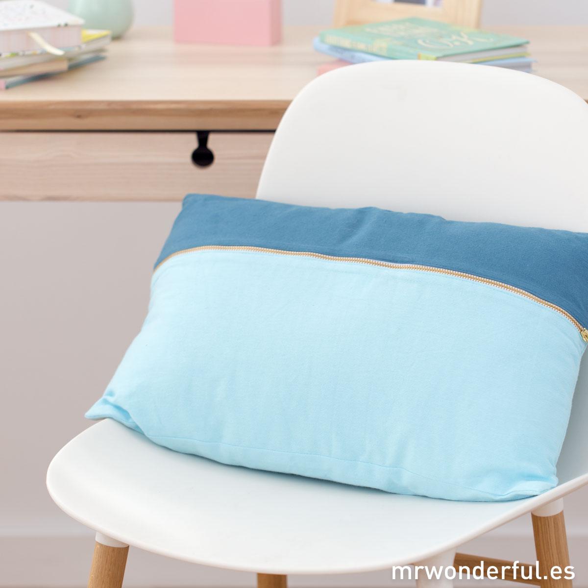 mrwonderful_PRA02881_Cojin-duo-rectangular-azul-y-mint-1-Editar