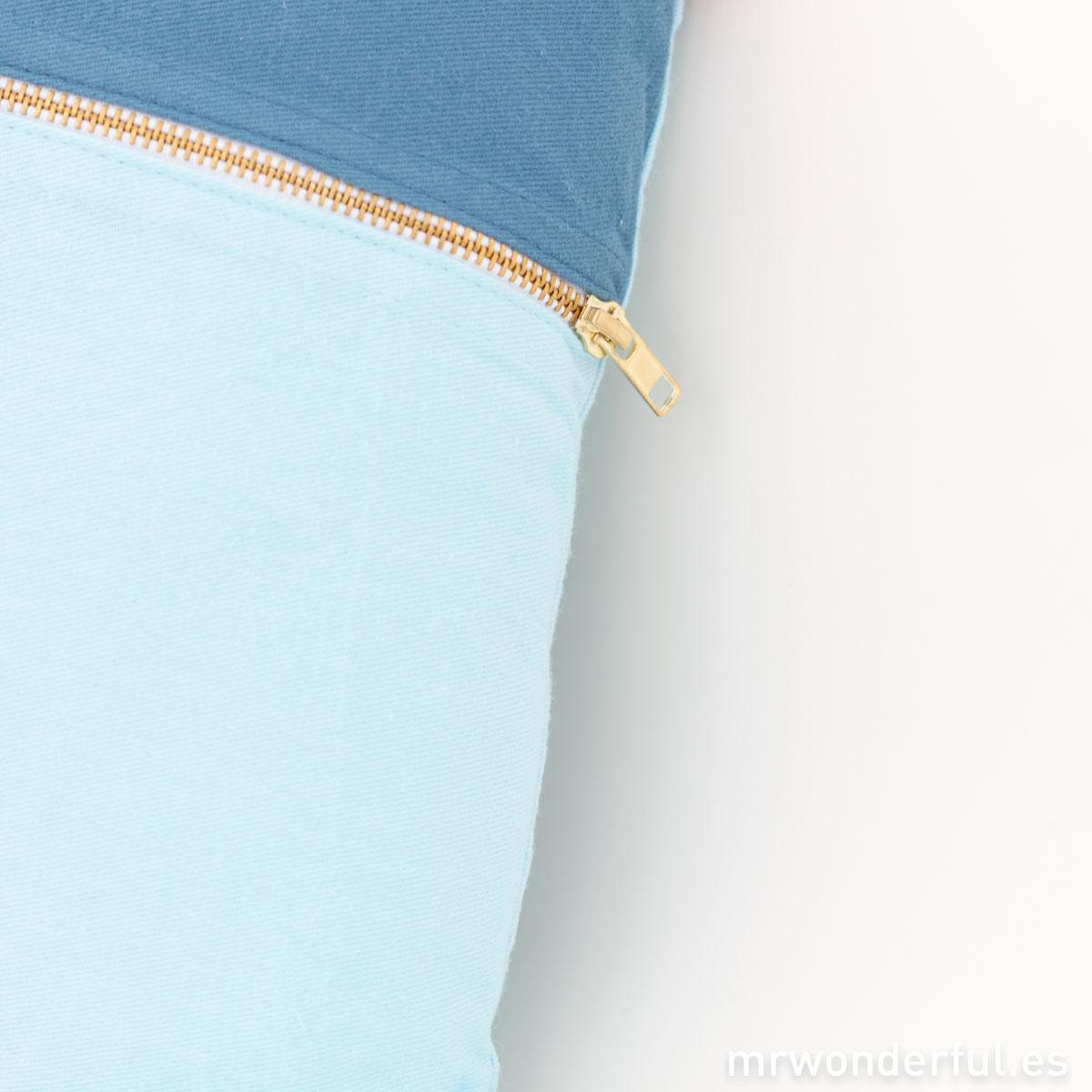 mrwonderful_PRA02881_Cojin-duo-rectangular-azul-y-mint-3-Editar