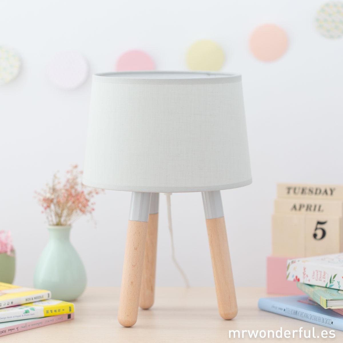mrwonderful_PRA02884_Lampara-de-mesa-de-madera-color-gris-1