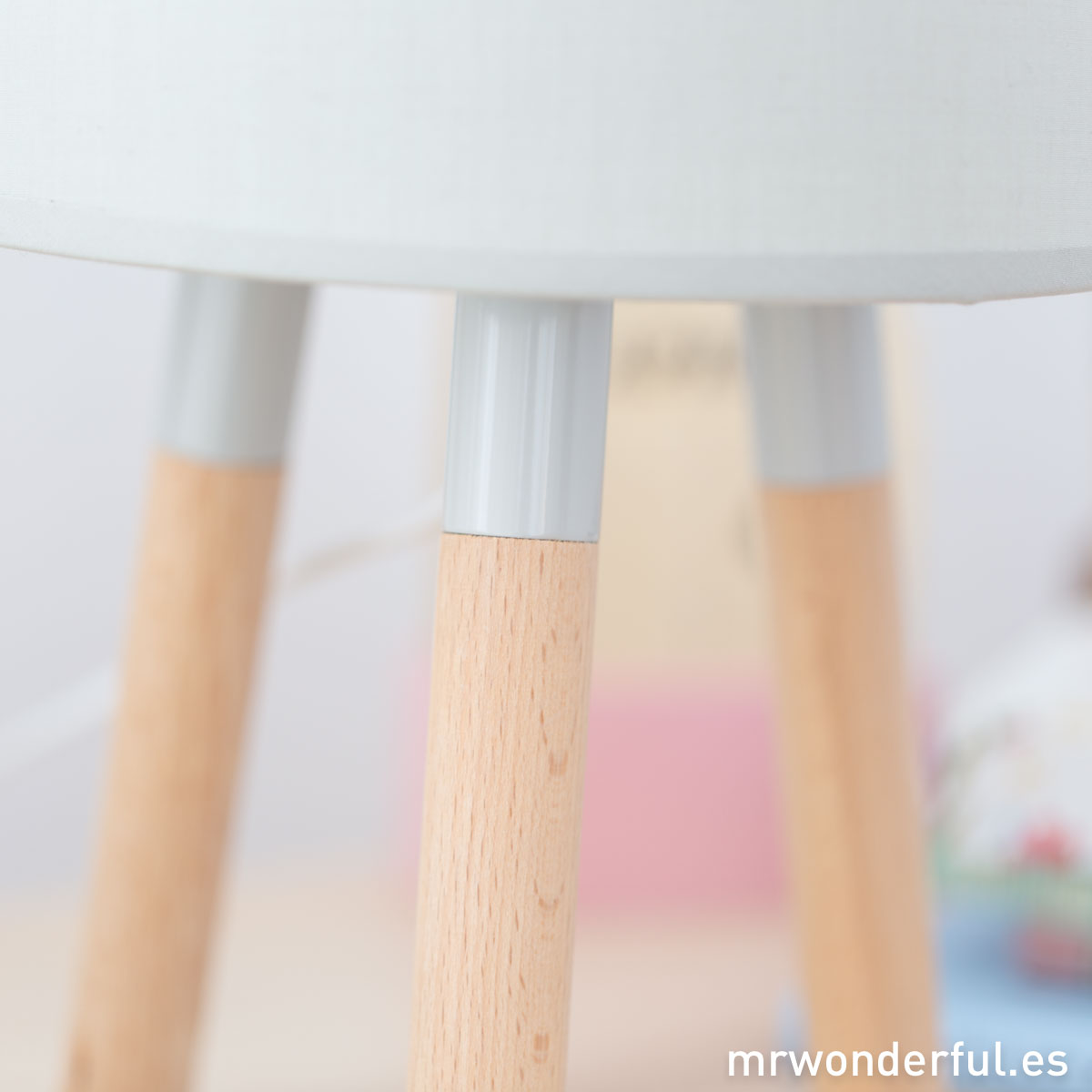 mrwonderful_PRA02884_Lampara-de-mesa-de-madera-color-gris-4