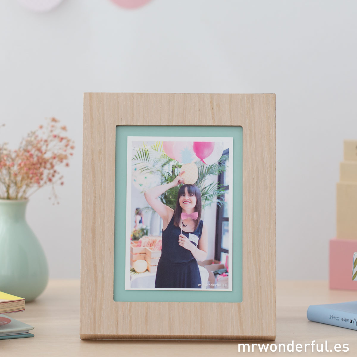 mrwonderful_PRA02898_Marco-de-fotos-de-madera-y-color-mint-4