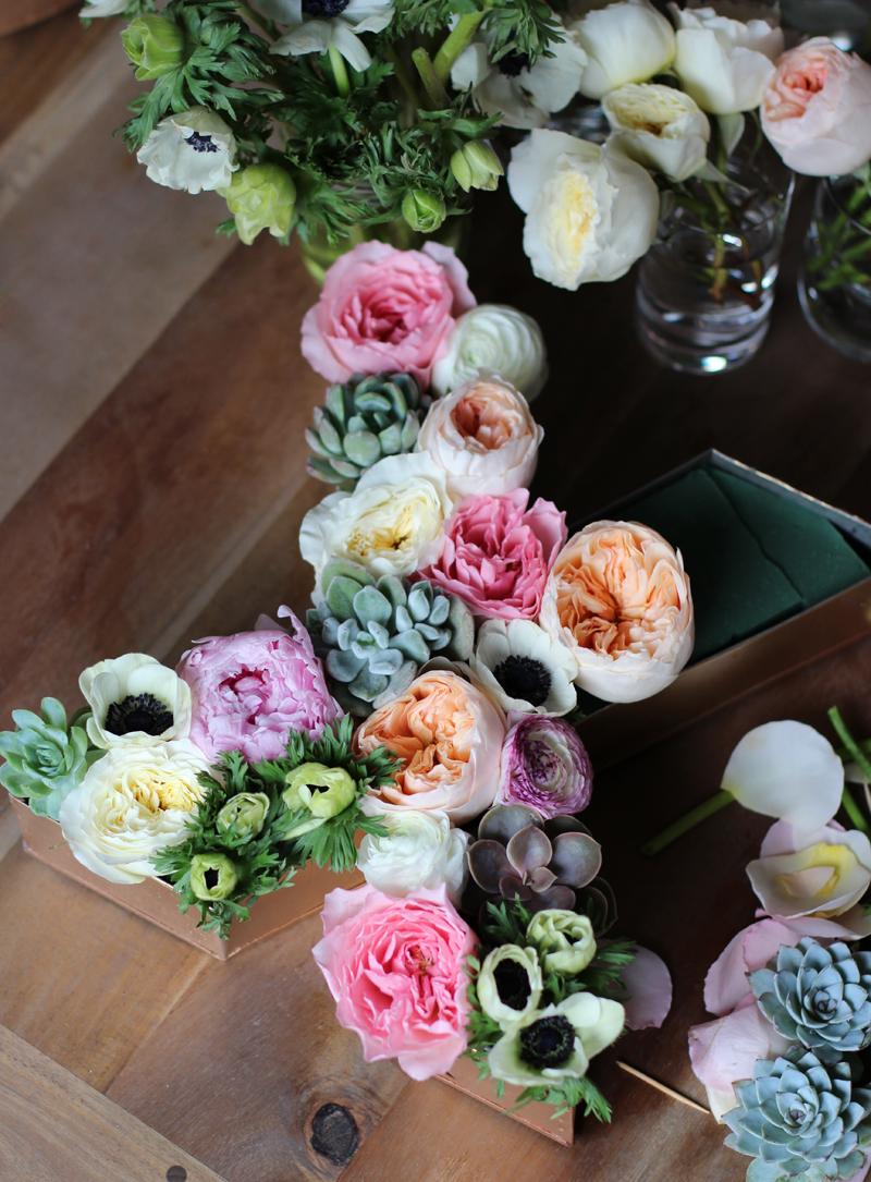 09-letras-flores-mesas
