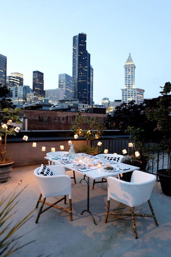 Inspiraci n deco lo tuyo son luces y lo de estas terrazas - Luces patio exterior ...
