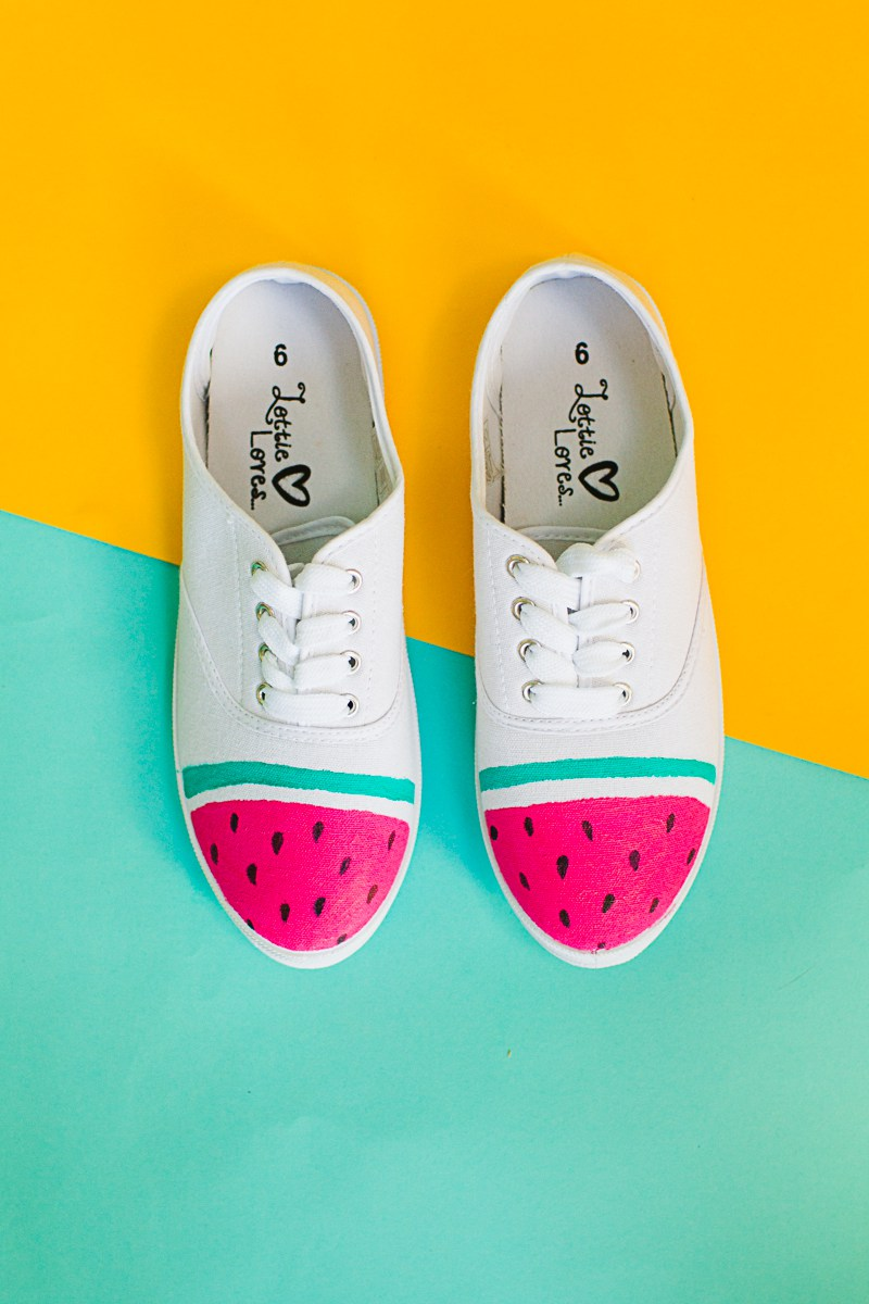 DIY-Watermelon-Shoes-Fabric-Paint-Fruit-themed-sneakers-pumps_-4