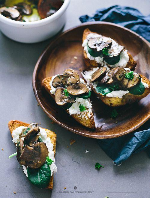 tostadas con champis