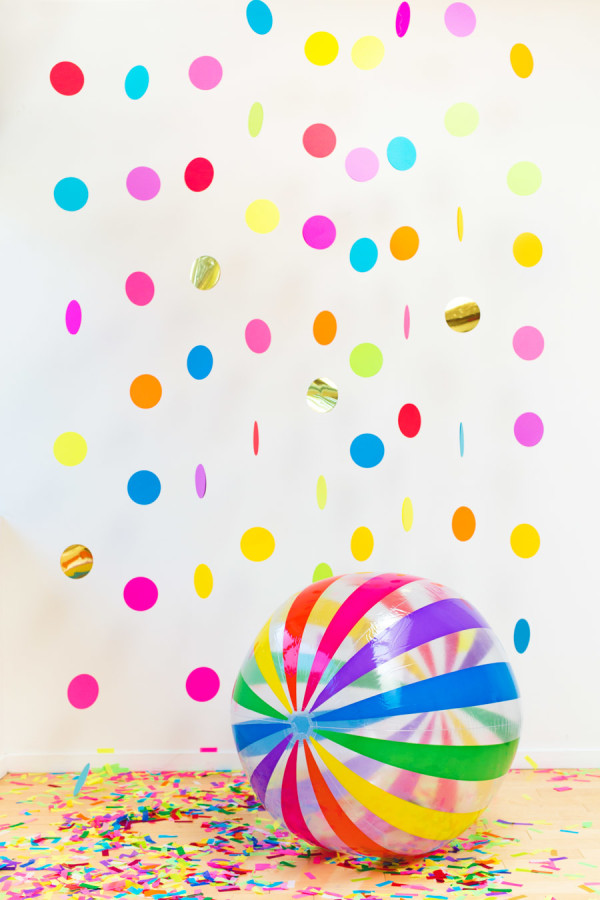DIY-Floating-Confetti-Photobooth-In-a-Box-600x900