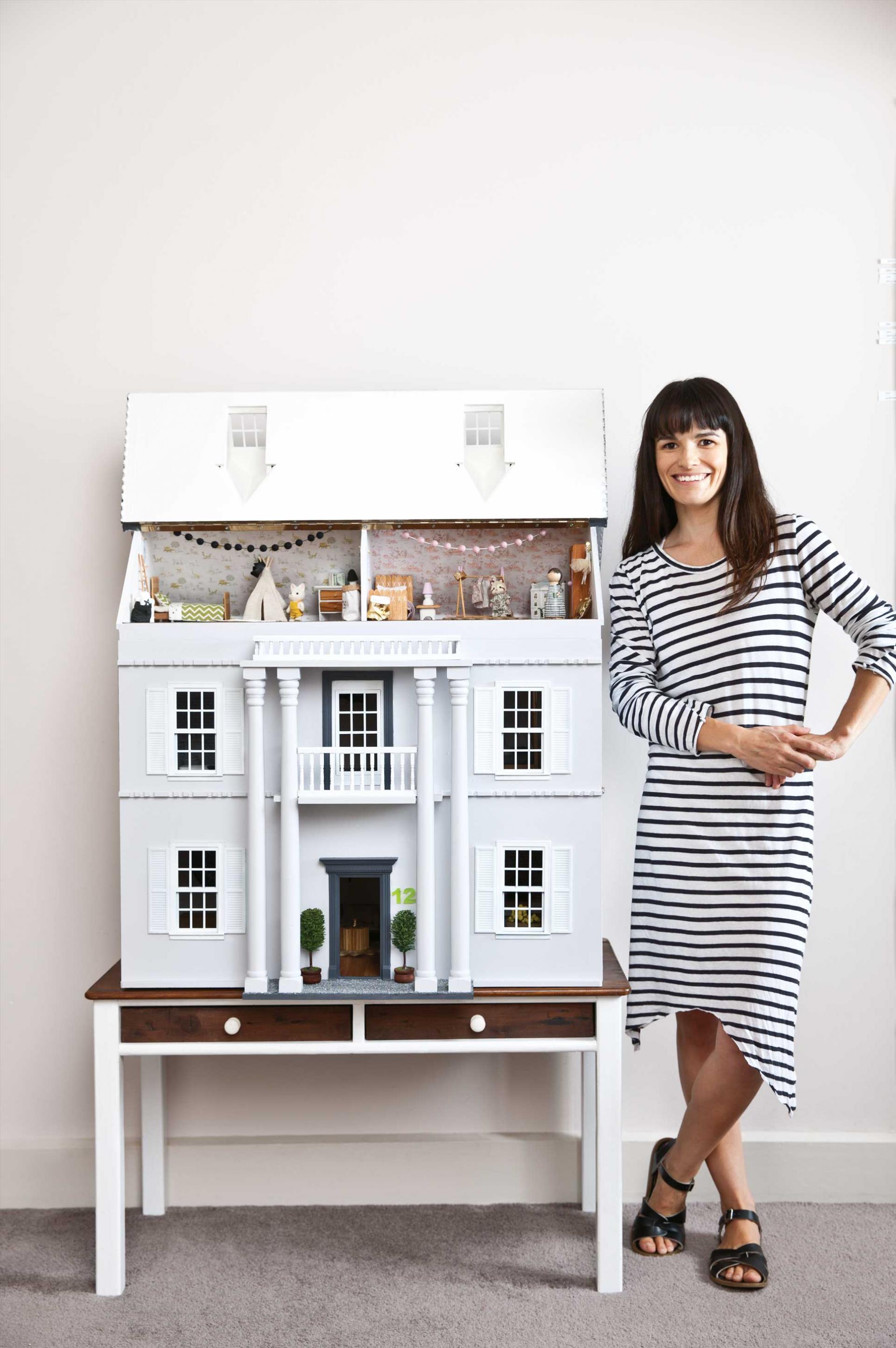 ¡Por favor qué monada! Una casa de muñecas más moderna que la tuya