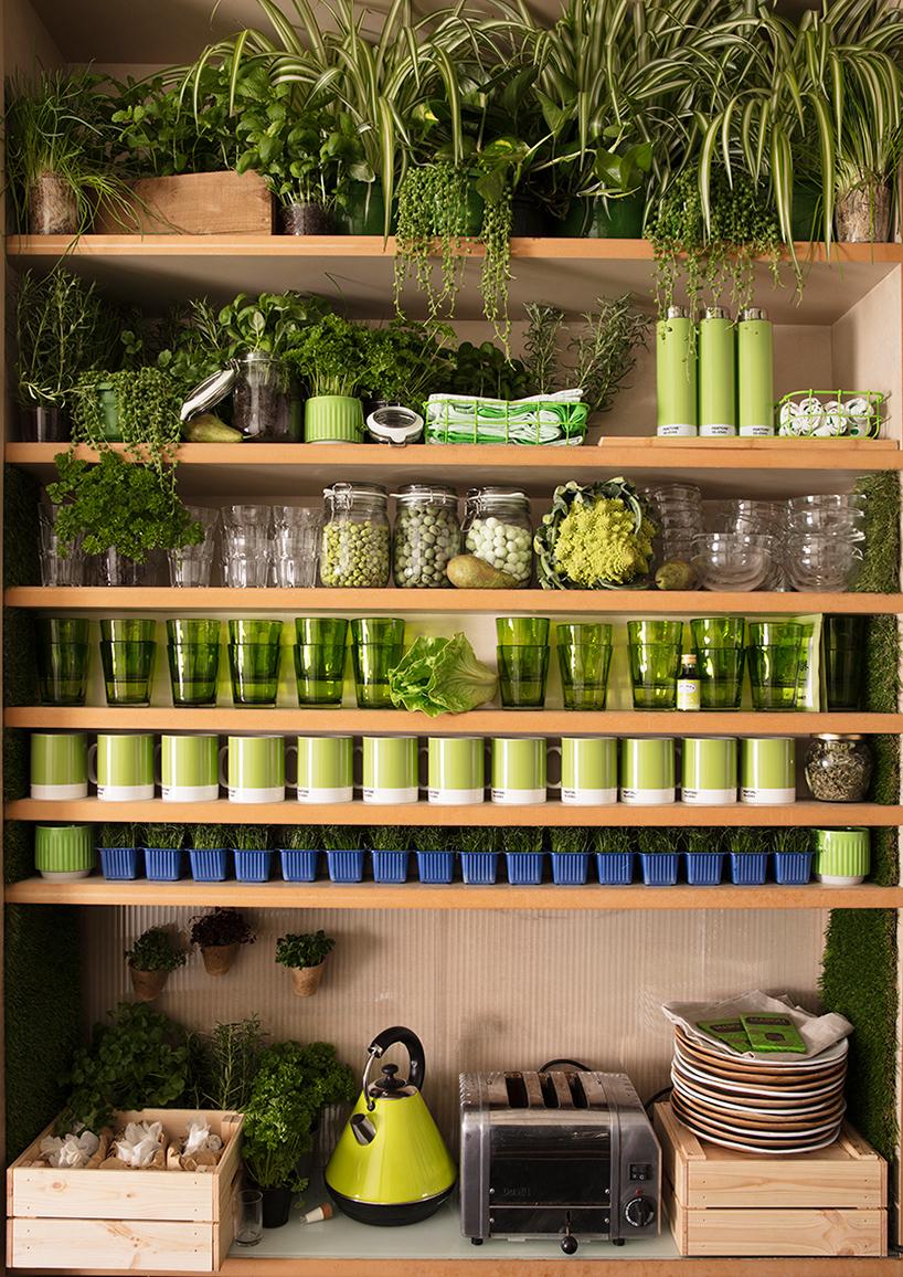 airbnb-pantone-outside-in-house-greenery-london-designboom-09