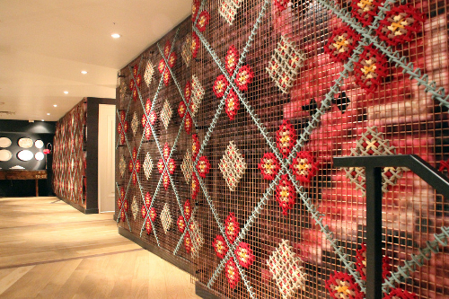 decoracion-restaurante-punto-de-cruz-gigante