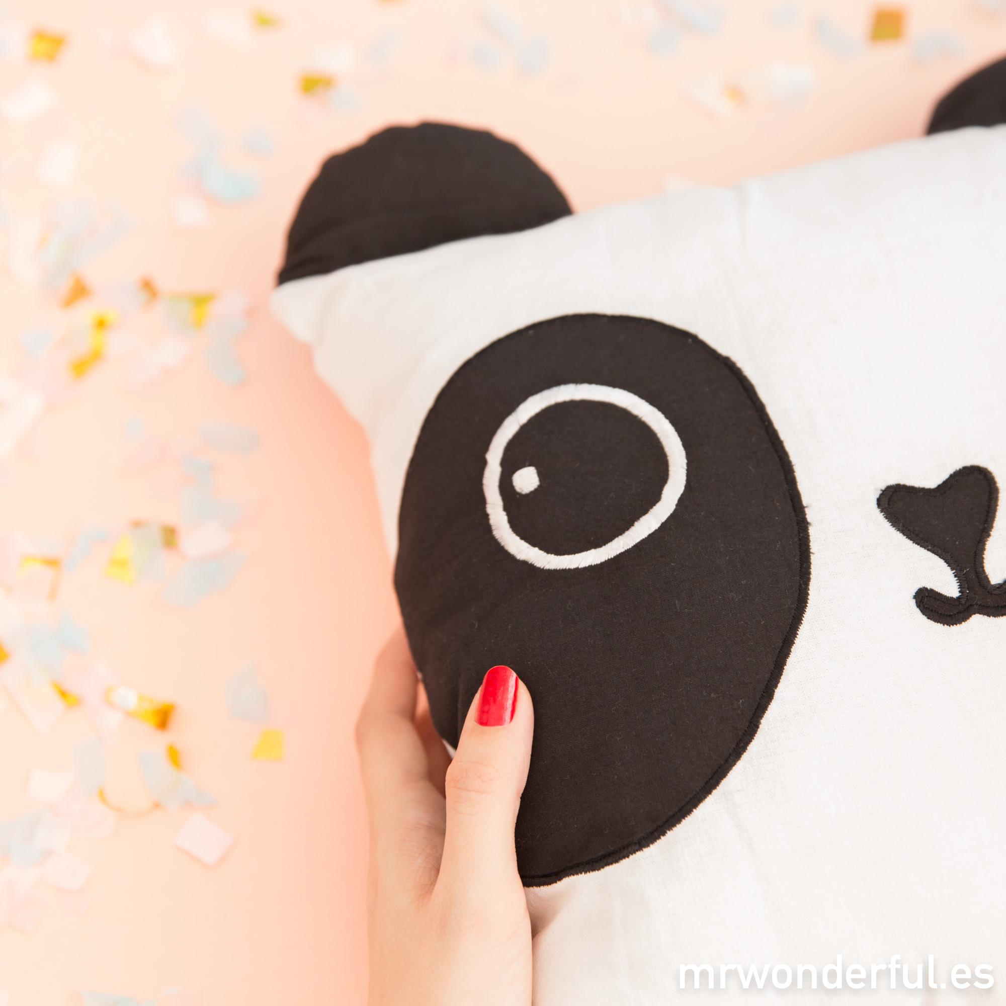 mrwonderful_pra03089un_cojin-infantil-panda-4-editar