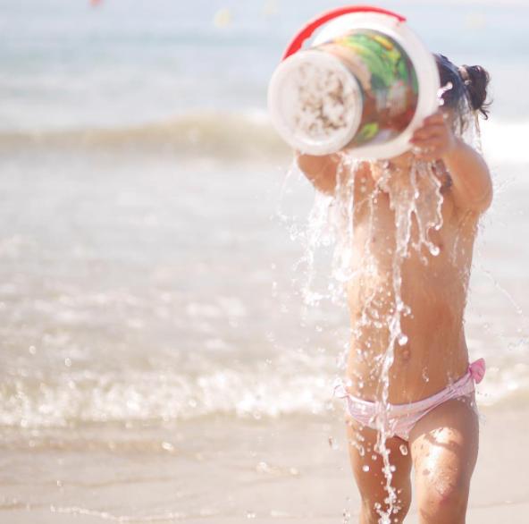 10 tips para sobrevivir a un día de playa con peques ¡y no huir en el intento!