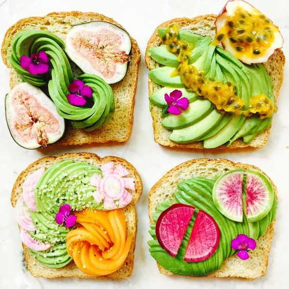Tostas com frutas