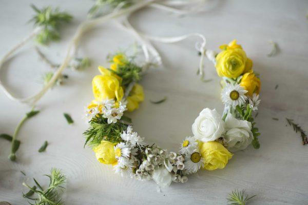 ¡Serás la reina de todos los looks con esta corona de flores DIY!